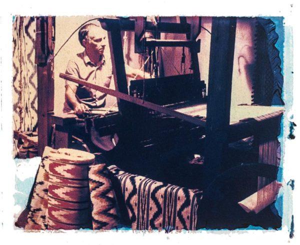Tela de llengues cloth weaver