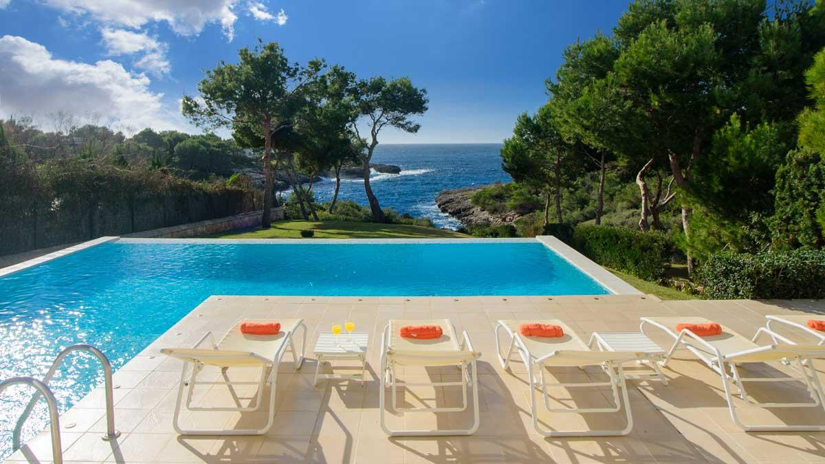 Villa Rentals 9528